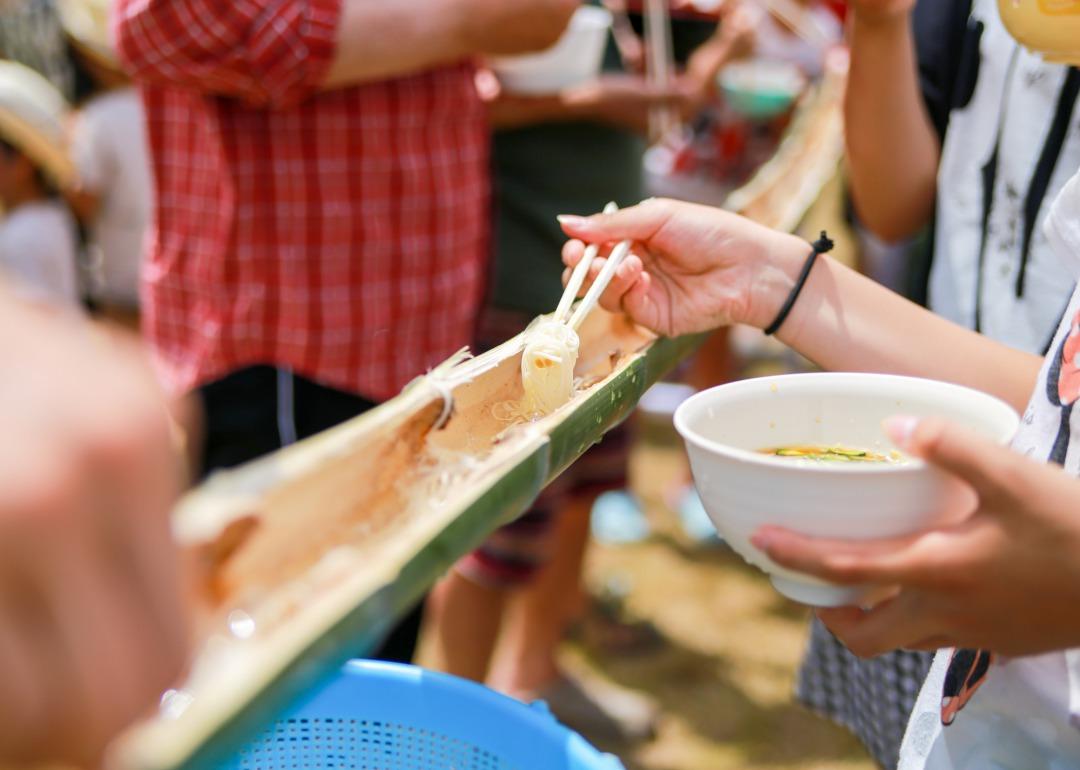 流水素麵是日本的夏日風情!這裡介紹正確的作法及可以體驗的店家