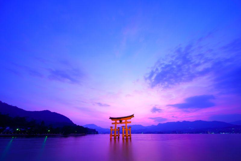 厳島鳥居と夕日