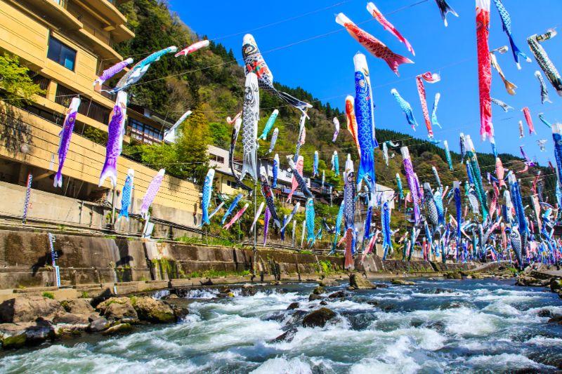 杖立溫泉的鯉魚旗