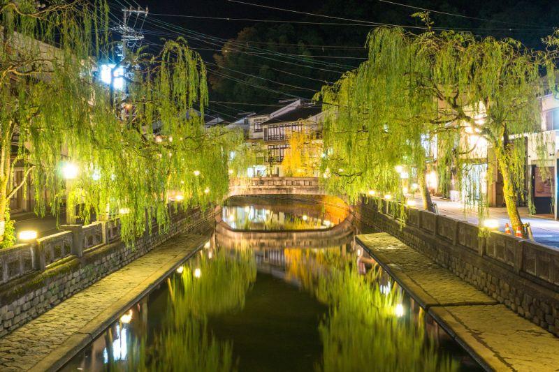夜晚的城崎溫泉