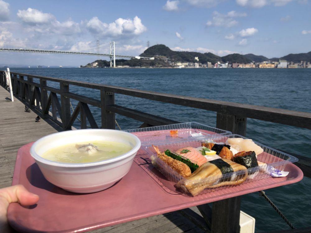 帶著新鮮的美食到海邊享用