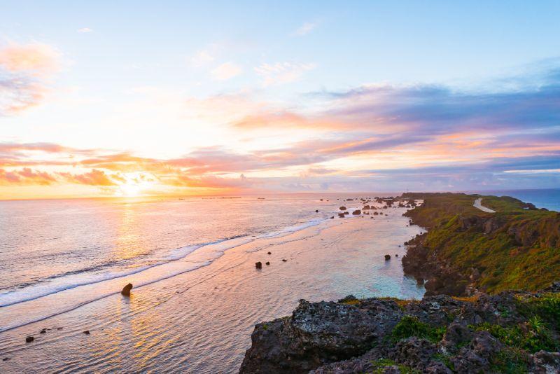沖繩海灘與日出