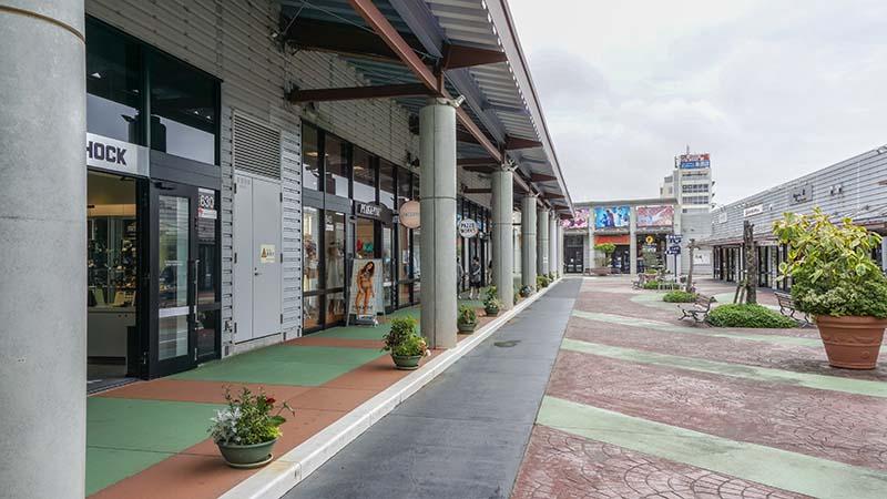 沖繩OUTLET「ASHIBINAA」