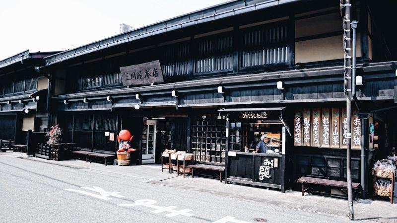 高山最有名的土產店三川屋本店