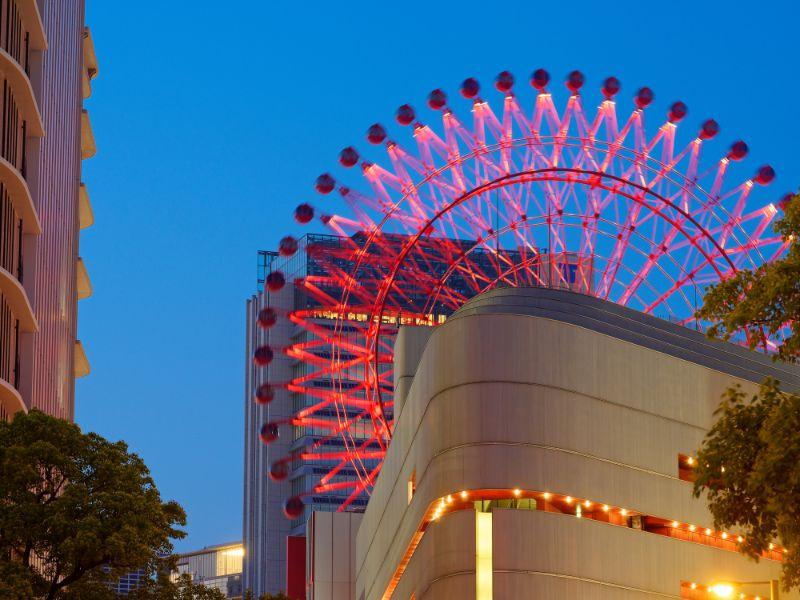 黃昏的大阪 梅田的紅色摩天輪