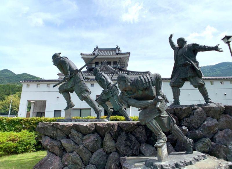 高知檮原町雕像維新之門