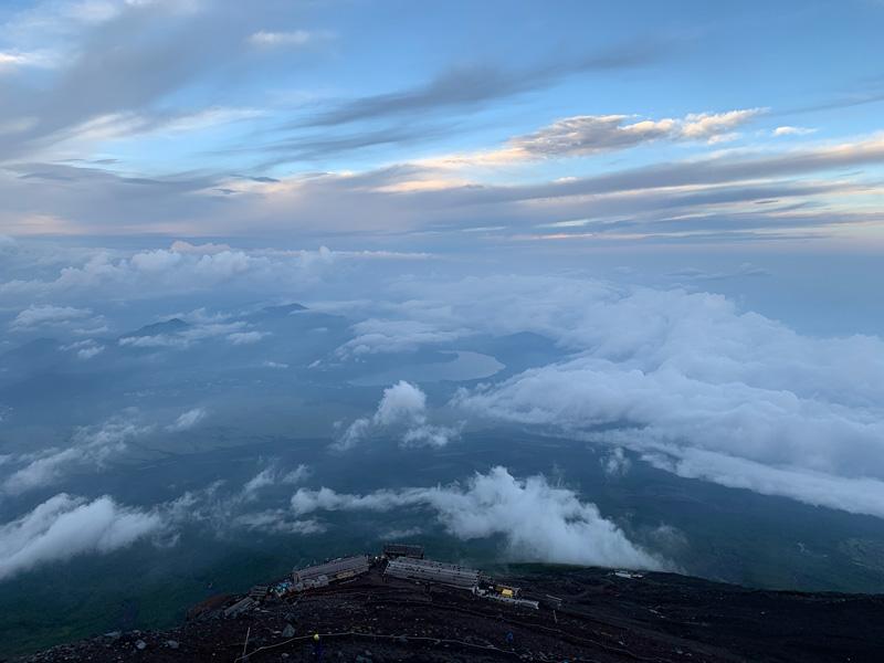 從富士山往下望能看到雲海