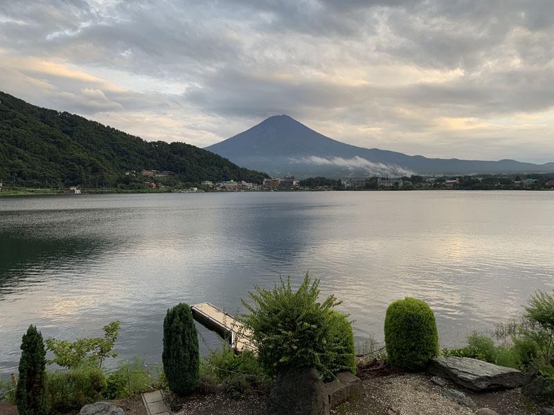富士山倒映在河口湖面