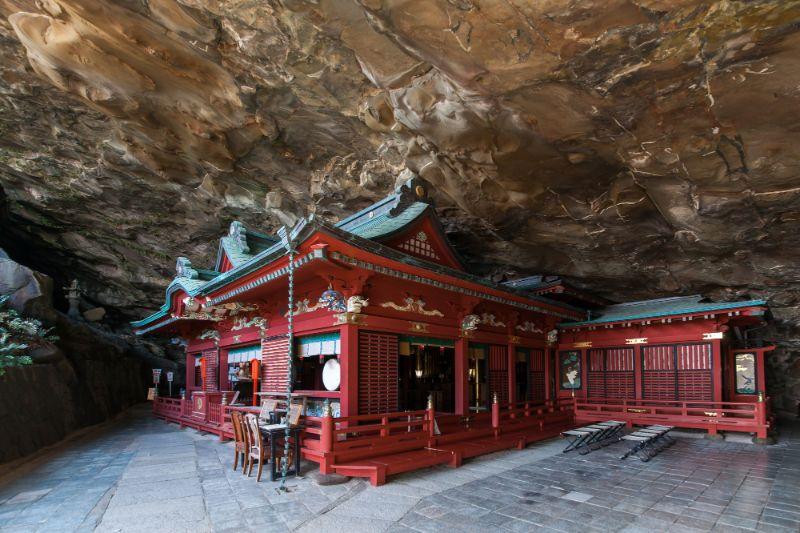 位於洞窟中的鵜戸神宮本殿
