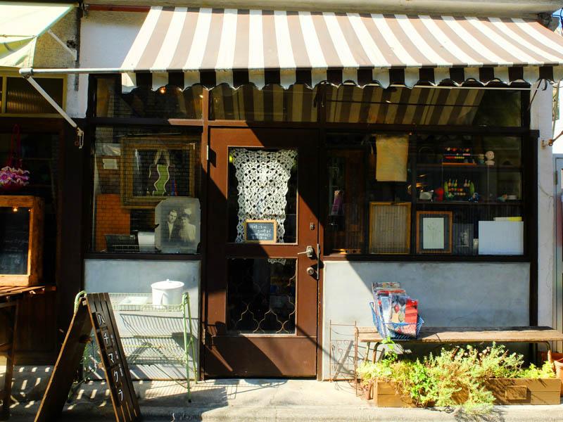 舊紙店ハチマクラ外觀