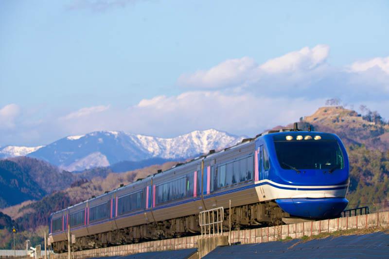 超級白兔號列車