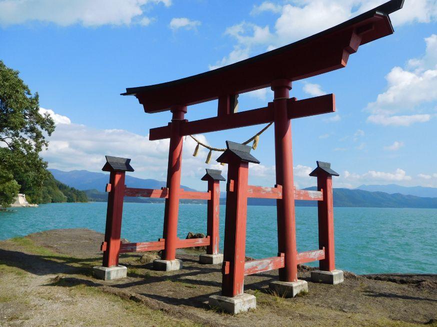 田澤湖 御座石神社