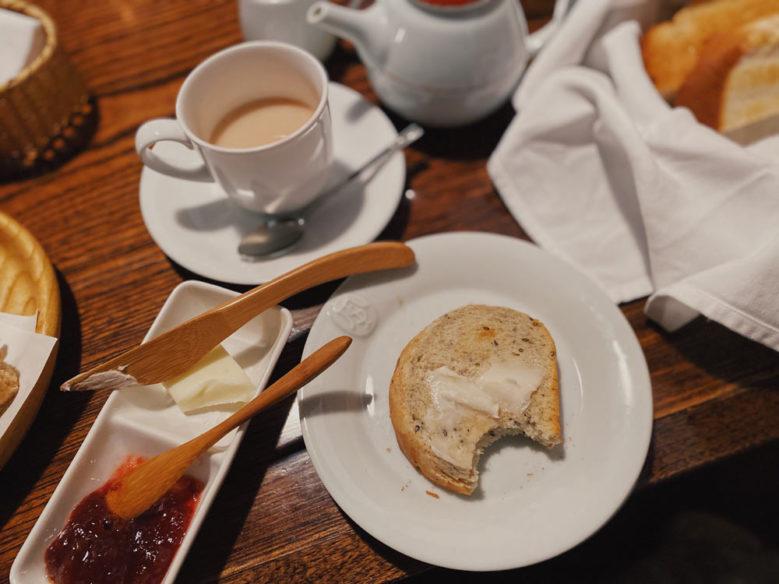 天井桟敷的「MAKINOYA」吐司套餐