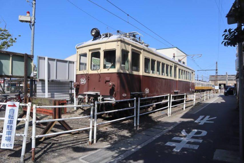 佛生山車站邊的廢舊火車