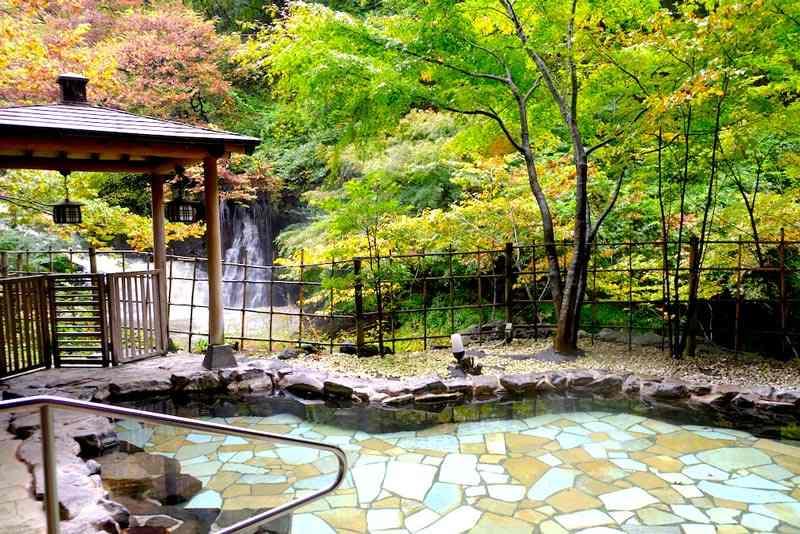 【日本東北】楓葉相伴秋天泡溫泉!前往福島會津東山溫泉「原瀧」