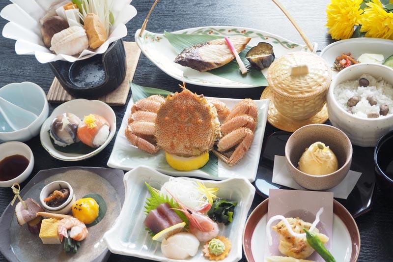 虎杖濱溫泉飯店晚餐的毛蟹套餐