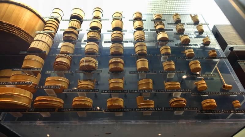 佐渡博物館展示自古至今各種大小木盆