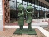 西新地區的海螺小姐與作者長谷川町子之銅像