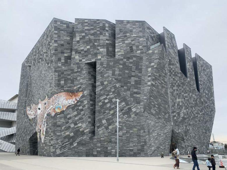角川武藏野博物館的外觀